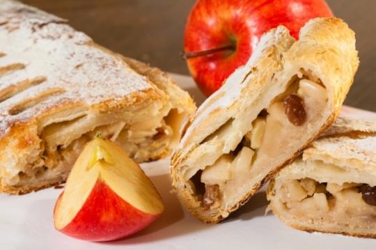 5 вкусных и легких десертов из яблок
